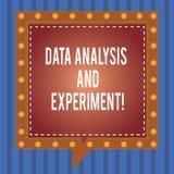 Palabra que escribe análisis y el experimento de datos del texto Concepto del negocio para el cuadrado tecnológico del estudio de ilustración del vector