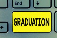 Palabra que escribe la graduación del texto Concepto del negocio para recibir o conferir de la certificación del diploma del grad imagen de archivo libre de regalías