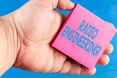 Palabra que escribe a texto la ingenier?a de radio Concepto del negocio para Concerned a la operaci?n y a la reparaci?n del equip imagen de archivo