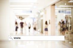 Palabra WWW escrito en barra de la búsqueda sobre fondo de la tienda de la falta de definición, web Foto de archivo libre de regalías