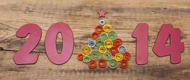 Palabra 2014 y árbol de navidad de papel que se encrespa Imagen de archivo libre de regalías