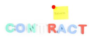 Palabra y post-it del contrato Fotografía de archivo libre de regalías