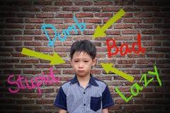 Palabras abusivas dañadas en la pared Foto de archivo libre de regalías