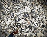 Palabras al azar y estante del baxground del magaazine de las letras Fotografía de archivo
