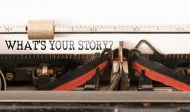 Palabras CUÁL ES SU HISTORIA escrita en la máquina de escribir del vintage imágenes de archivo libres de regalías
