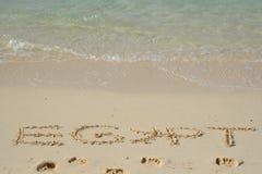 Palabras de Egipto 2016 escritas en la arena cruda en la playa Imagen de archivo libre de regalías