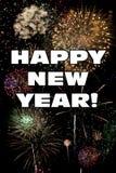 Palabras de la Feliz Año Nuevo con los fuegos artificiales coloridos Fotos de archivo libres de regalías