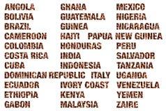 Palabras de los países del café escritas los granos de café aislados Fotografía de archivo libre de regalías