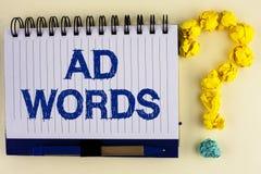 Palabras del anuncio del texto de la escritura de la palabra Concepto del negocio para hacer publicidad de un negocio encima prim fotos de archivo