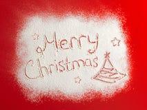 Palabras escritas Feliz Navidad en un campo de nieve, concepto del Año Nuevo Fotos de archivo