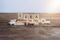 Palabras IDEA hechas con las letras de madera del bloque ABC de madera Fotos de archivo libres de regalías