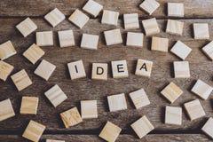 Palabras IDEA hechas con las letras de madera del bloque ABC de madera Imagen de archivo