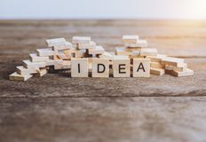 Palabras IDEA hechas con las letras de madera del bloque ABC de madera Imagen de archivo libre de regalías
