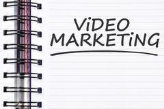 Palabras video del márketing en el cuaderno de la primavera Fotos de archivo