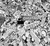 Palabras y letras al azar en lifes digitales monocromáticos solarized Foto de archivo