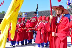 Palace guards inspection ceremony taking place at Gyeongbokgung Palace in Seoul Stock Photo