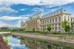 Palace of Justice and Dambovita river in downtown Bucharest, Rom Stock Photos