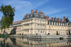 Palace and pond in Fontainebleau. France Stock Photography