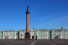 Palace Square, Hermitage museum, Alexandrian post Stock Photos