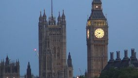 Palacio céntrico de Londres Westminster y Ben Clock grande en crepúsculo almacen de video
