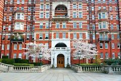 Palacio cerca del jardín del kensington, Londres, Reino Unido. Fotografía de archivo libre de regalías