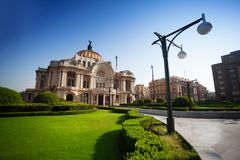 Palacio de bellas arte en México en la mañana imagen de archivo