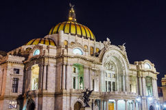 Palacio de Bellas Artes na noite fotografia de stock royalty free