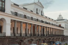 Palacio de Carondelet στο ηλιοβασίλεμα στοκ εικόνα