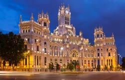 Palacio de Cibeles в сумраке лета madrid Стоковые Изображения RF