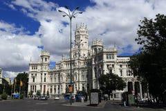 Palacio de comunicaciones, honom gamla byggnader i Madrid, Spanien Royaltyfria Bilder