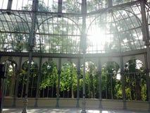 Palacio de Cristal (кристаллический дворец) в парке Мадриде Испании retiro стоковые фотографии rf