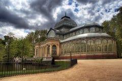 Palacio De cristal mit drastischen Wolken Lizenzfreies Stockfoto