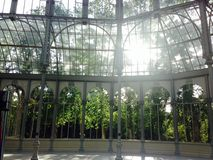 Palacio de Cristal (palazzo di cristallo) nel parco Madrid spagna di retiro fotografie stock libere da diritti