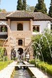 palacio de Generalife的庭院在格拉纳达,西班牙 库存照片