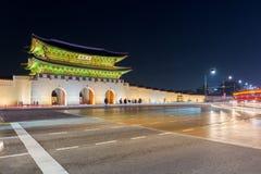 Palacio de Gyeongbokgung en la noche en Seul, Corea del Sur Foto de archivo