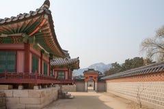 Palacio de Gyeonghuigung, arquitectura tradicional coreana fotos de archivo libres de regalías