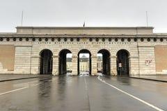 Palacio de Hofburg - puerta externa del castillo - Viena, Austria fotos de archivo libres de regalías