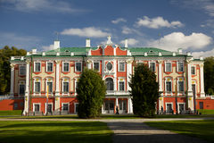 Palacio de Kadriorg en otoño Imagen de archivo
