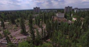 Palacio de la cultura Energetik en la ciudad de Pripyat cerca de Chernóbil (aéreo) metrajes