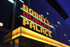 Palacio de la hamburguesa de Las Vegas Bobby por noche imagen de archivo libre de regalías