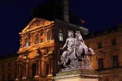 Palacio de la lumbrera y estatua de Louis XIV, París fotos de archivo