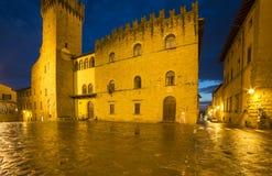 Palacio de la noche Arezzo Toscana Italia Europa de los priors Imágenes de archivo libres de regalías