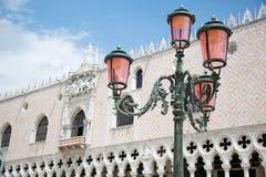 Palacio de Lamptlight y del dux en Venecia, Italia Imagenes de archivo