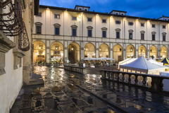 Palacio de las casas de campo en la noche Arezzo Toscana Italia Europa Foto de archivo libre de regalías
