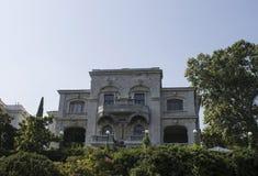Palacio de Livadia en el verde , Crimea Imagen de archivo