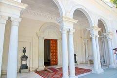 Palacio de Livadia en la entrada de Livadiya, Crimea foto de archivo