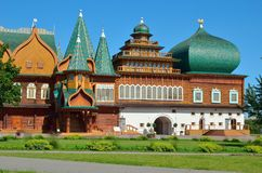 Palacio de madera del zar Aleksey Mikhailovich en la reconstrucción de Kolomenskoe, Moscú, Rusia Fotos de archivo libres de regalías