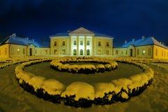 Palacio de Oginski en Siedlce en una noche del invierno Foto de archivo libre de regalías