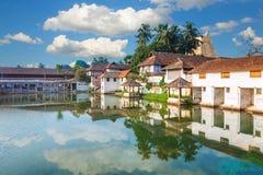 Palacio de Padmanabhapuram delante del templo de Sri Padmanabhaswamy en Trivandrum Kerala la India fotografía de archivo