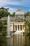 Palacio de parkerar den cristal crystal slotten i Buen Retiro - Madrid Arkivfoton